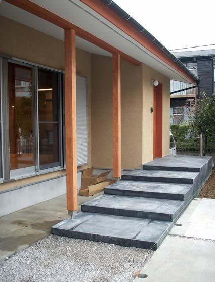 entrance1_090304.jpg