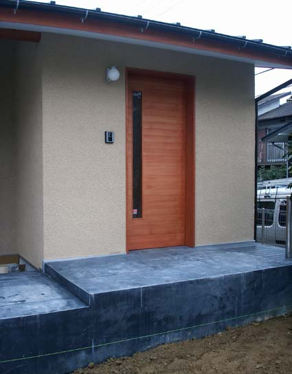 entrance2_090304.jpg