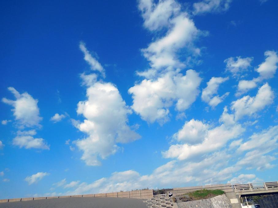 DSCN0192_辻堂ビーチ空と雲_FB.jpg